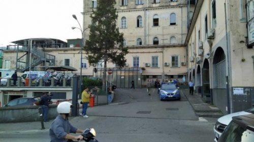 Cava de' Tirreni, violenta lite al pronto soccorso finisce in sparatoria: 2 feriti