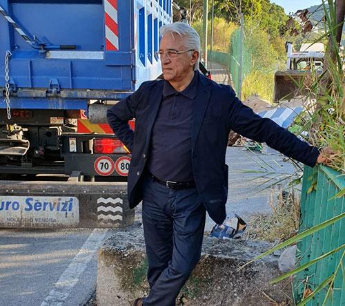 Rifiuti in via Belvedere, Salerno Pulita provvede alla bonifica