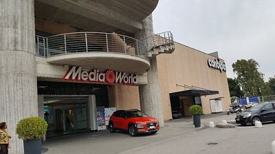 Tentato furto al Centro Commerciale Siniscalchi di Salerno: ladri in fuga
