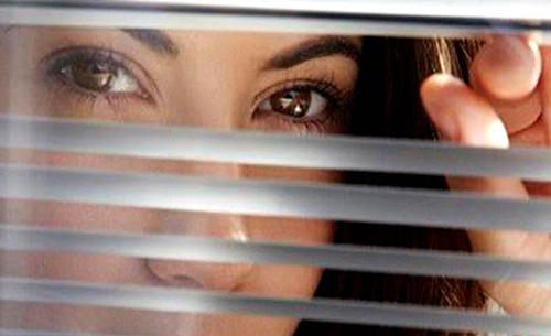 Ricatta il suo ex minacciando di mettere un video intimo sul web, donna finisce alla sbarra