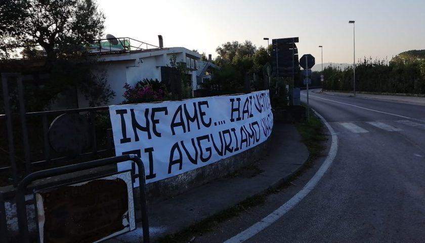 Capaccio, omicidio De Santi: striscioni contro l'assassino