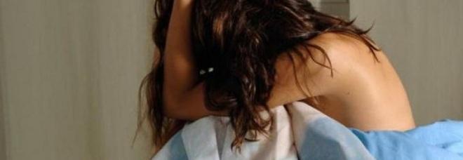 Abusi su una bimba di 5 anni, indagati genitori e fratellastro