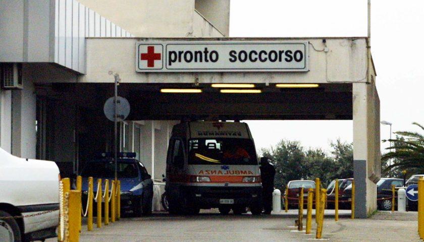 Volo dal secondo piano in via Liguori a Salerno, grave una donna