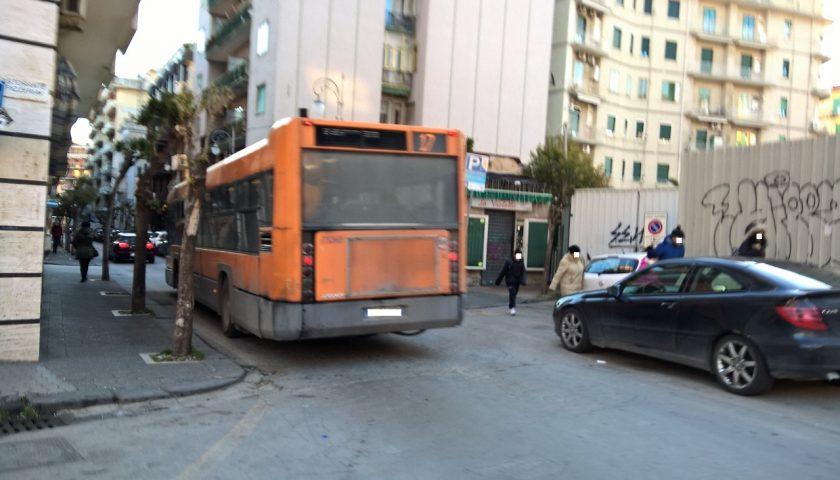 Aggressione al controllore sulla linea Salerno/Battipaglia da un viaggiatore senza biglietto, arrestato nigeriano. L'ira dei sindacati