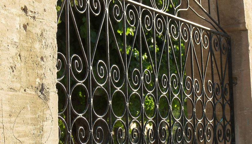 Chiuse il cancello, accusata di sequestro di persona a Positano: assolta