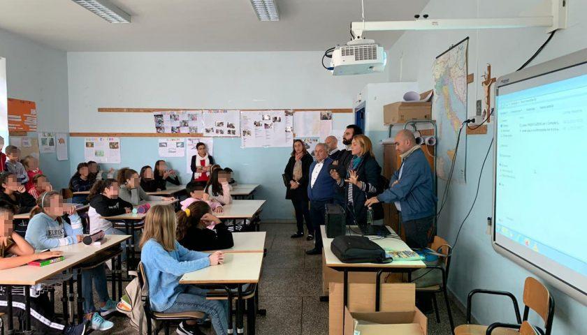 Amalfi: distribuite nelle scuole le borracce riutilizzabili per l'acqua e presentata l'app Junker per il riciclo