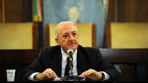 """Liti e assembramenti, De Luca: """"Lo Stato deve imporre il rispetto delle regole"""""""