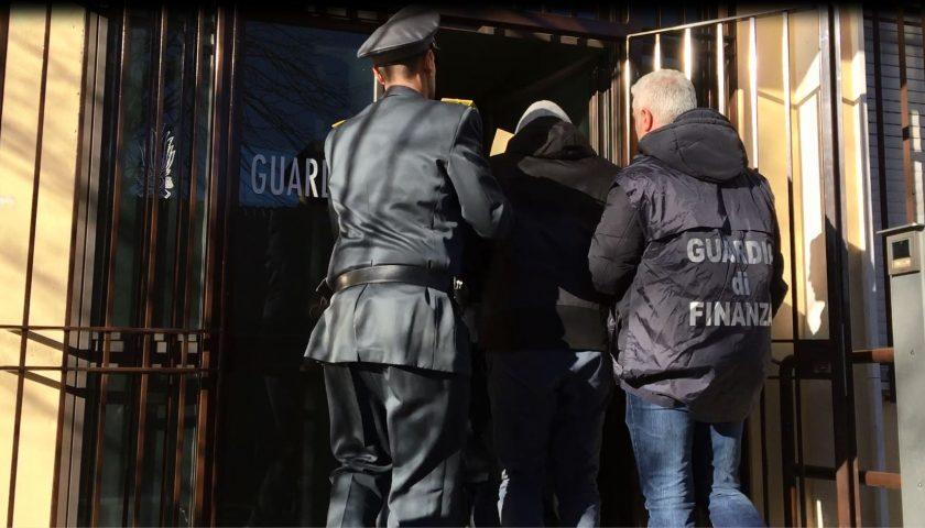 Falsi permessi per stranieri irregolari, la prescrizione salva tre imputati