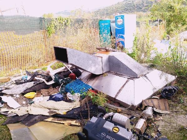 Gestione illecita di rifiuti speciali ad Agropoli, sequestrata l'area e denunciati gli autori