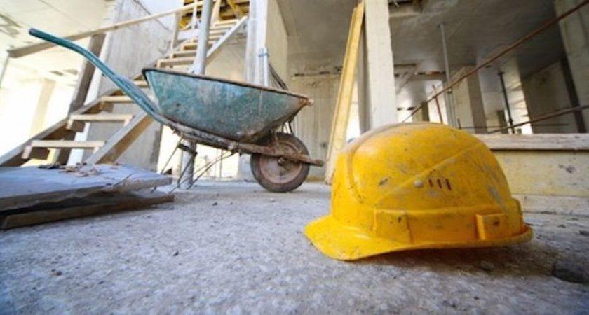 Corbara, operaio cade dal muro mentre lavora: finisce in ospedale a Nocera