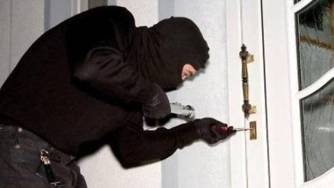Ladri scatenati a Capaccio/Paestum, svaligiati 3 appartamenti in poche ore