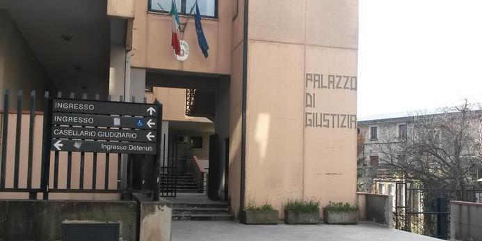 Accusato di diffamazione al Vescovo di Teggiano, entra nello studio del suo avvocato difensore e ruba orologio e soldi