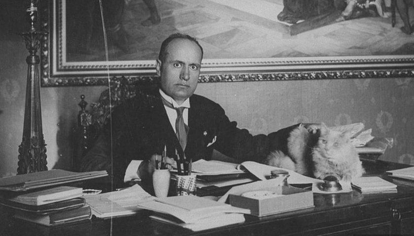 Sarno, la revoca della cittadinanza onoraria a Mussolini finisce a schiaffi