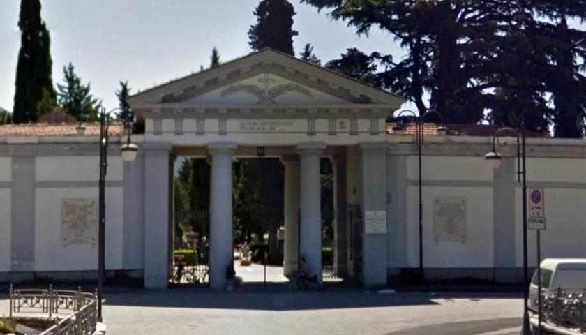 Cimitero a Nocera Inferiore aperto per la festa di Ognissanti: multe a chi resta nel luogo di culto più di 30 minuti