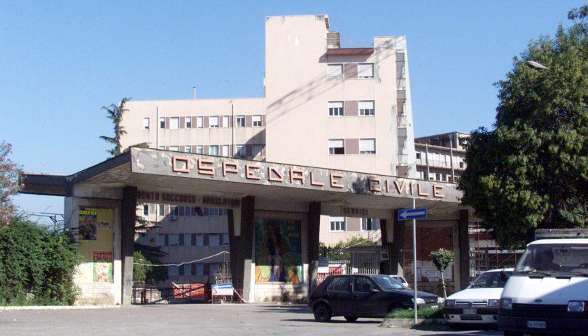 Scafati, si incendia la baracca e un operaio muore ustionato in ospedale a Pagani