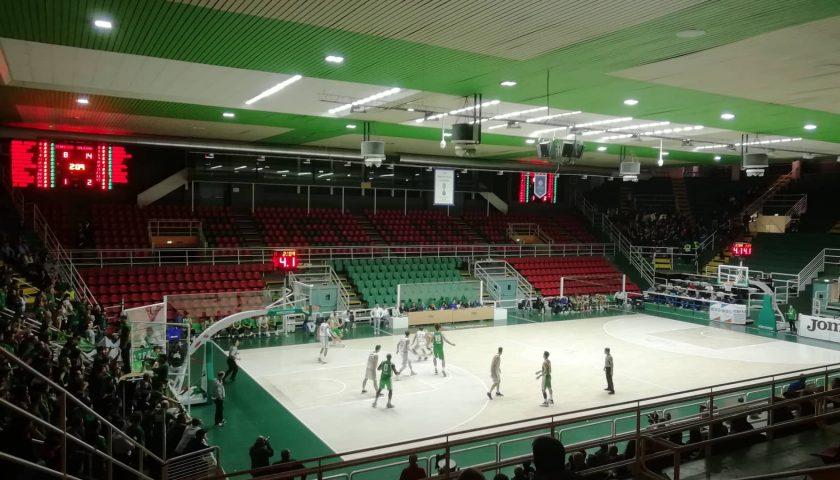 Violenza e minacce durante la partita di basket Avellino/V. Arechi Salerno: doppio Daspo a un tifoso salernitano e obbligo di firma