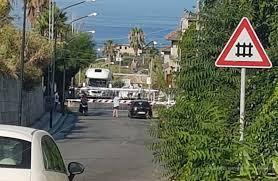 Cava de' Tirreni, auto bloccata nel passaggio a livello: tragedia sfiorata
