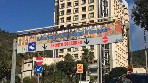 """Il diggì del Ruggi di Salerno: """"Nel reparto covid pochi ricoverati"""""""