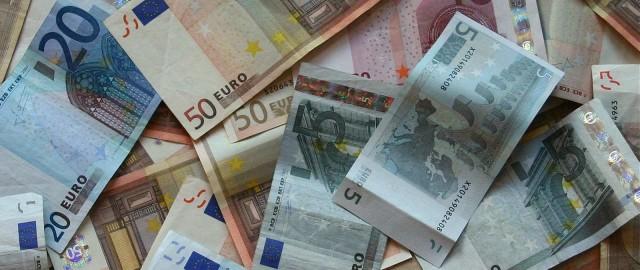 Perde 1000 euro, nocerina lancia l'appello sui social e glieli restituiscono