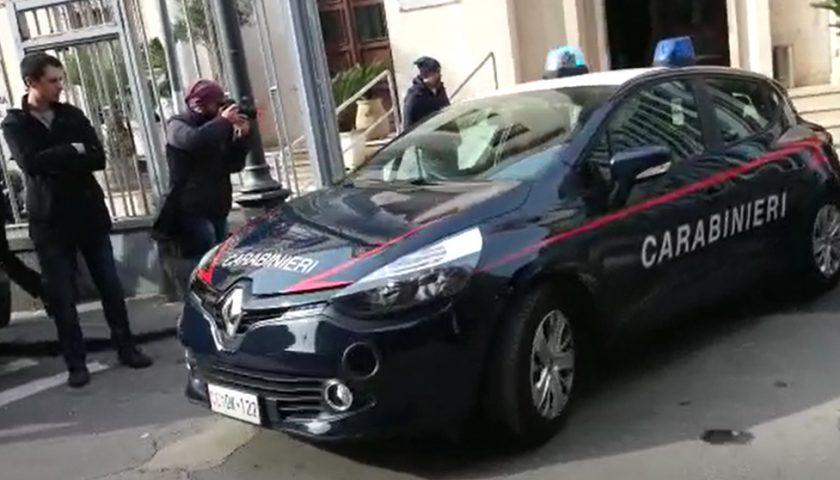Si fingono poliziotti in borghese, poi picchiano e rapinano un ivoriano in piazza della Concordia: arrestati due giovani