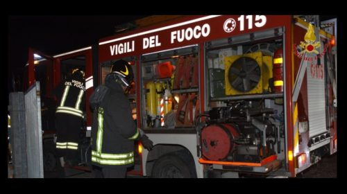 Ravello, incendio doloso: a fuoco 2 auto e uno scooter