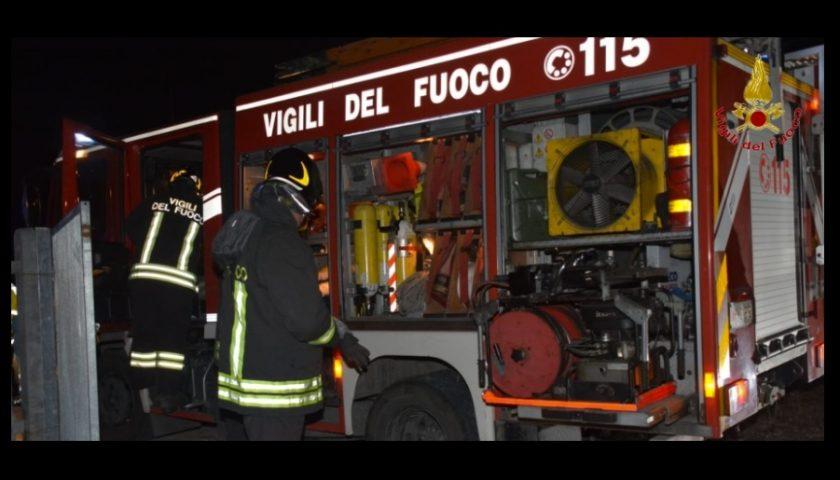 Lavanderia a fuoco nelle prime ore della mattinata, paura a Sala Consilina