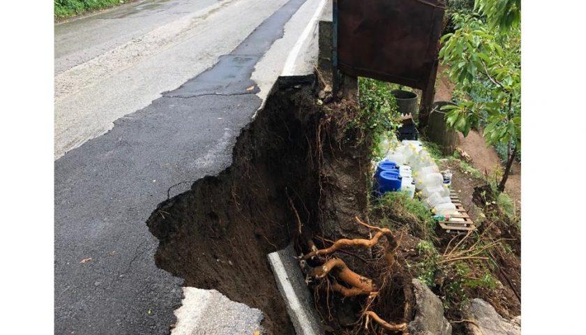 Corbara – Smottamenti a seguito del maltempo. Crollato un pezzo di strada