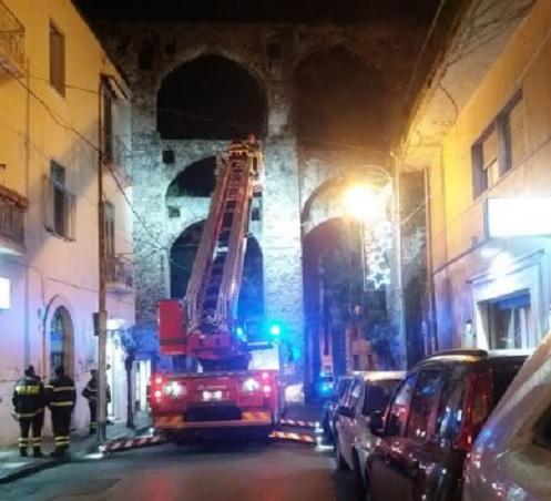 Calcinacci dall'Acquedotto Medioevale, chiusa via Velia a Salerno