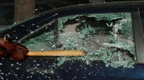 Auto sfasciate e ladri in fuga davanti al night club a Battipaglia