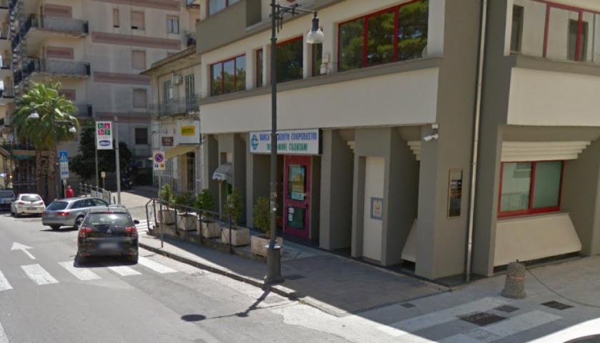 Truffa con assegni falsi all'istituto bancario cilentano, le Iene arrivano ad Agropoli