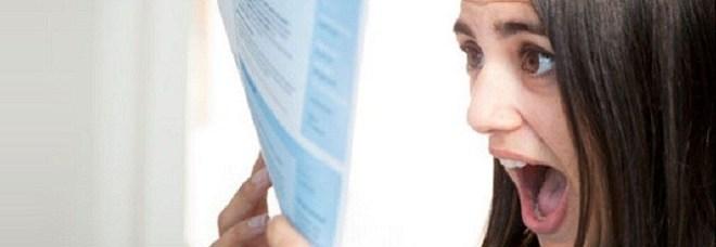 Bolletta da oltre 3000 euro dopo un viaggio in Albania: «Servizi non richiesti, non pago la compagnia»