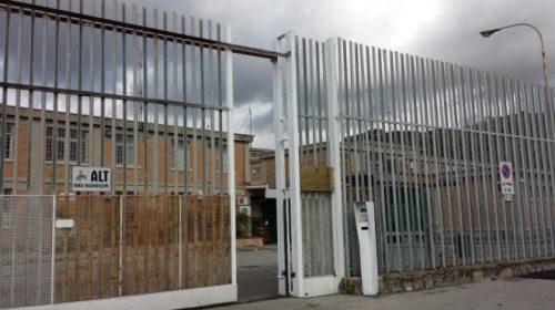 Appicca il fuoco nella sua cella in carcere a Fuorni, immigrato salvato dagli agenti della penitenziaria