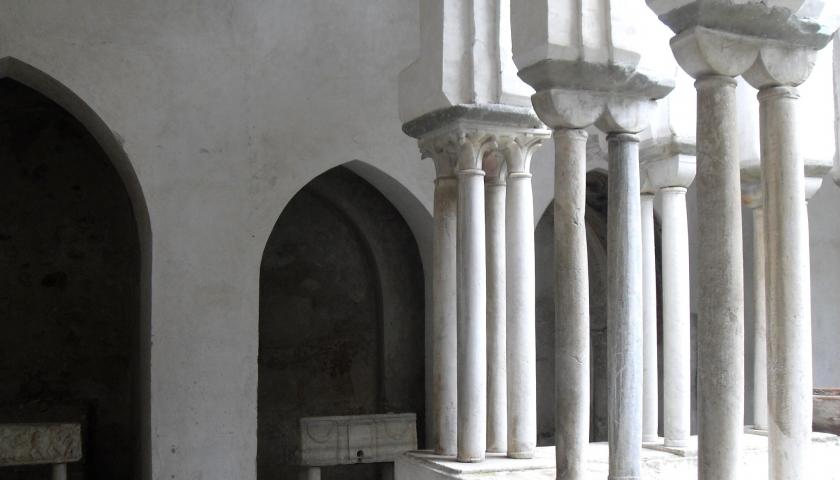 Tracce di sepolture medievali al Chiostro del Duomo di Amalfi