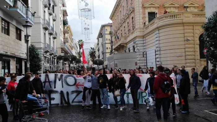 Salerno: studenti in corteo per l'edilizia scolastica e l'alternanza scuola-lavoro