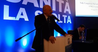 A Porta a Porta stasera confronto De Luca-Fontana
