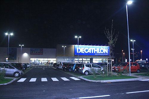 Entra nello store a Montecorvino, indossa tuta e maglietta e tenta di scappare: arrestato