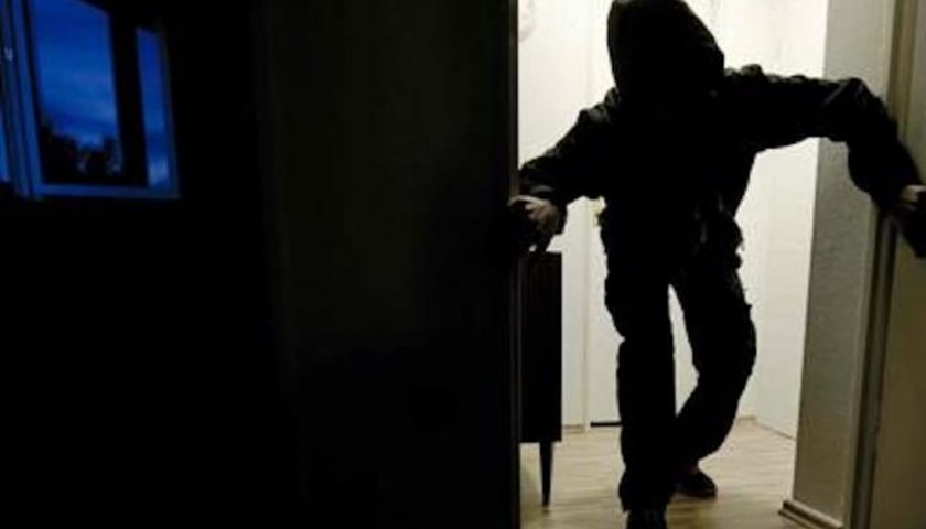 Furto in casa a Positano, ladro arrestato a Pompei dopo 6 mesi