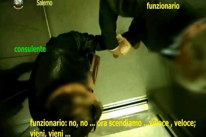 Salerno, mazzette alla Commissione Tributaria Regionale: indagato finisce agli arresti domiciliari