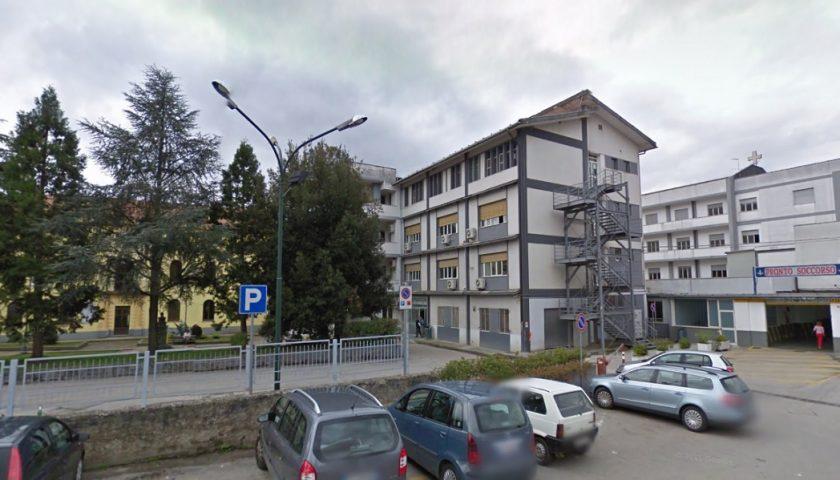 Sos Covid all'ospedale di Polla: operatori sanitari bloccati dalle 7. Arriva la denuncia della Uil Fpl Salerno