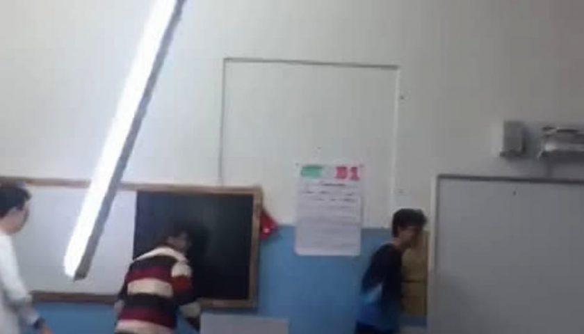 Plafoniera caduta al liceo Tasso, scattano i controlli nelle scuole salernitane