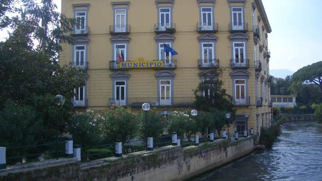 Incompatibilità e tasse non pagate dai consiglieri, anche i carabinieri bussano alle porte del Comune di Scafati