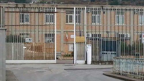 Coltellate al vicino, scarcerato: lo torna a minacciare, di nuovo in cella