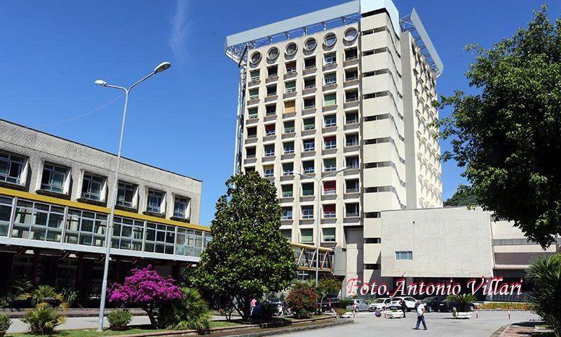 Violenza sulle donne: l'Ospedale Ruggi di Salerno si illumina di rosso