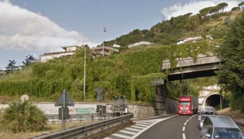 Schianto in tangenziale a Salerno, in gravi condizioni un motociclista di 40 anni