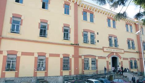 Cava de' Tirreni, vuole la carta del reddito di cittadinanza e picchia il fratello: condannato un 42enne