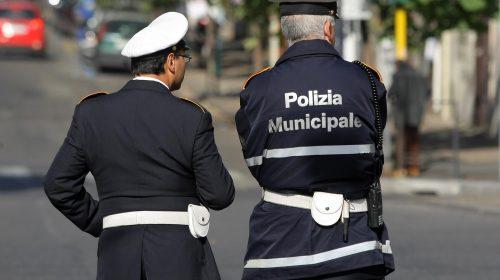 Insulta i vigili sul web per una multa, il sindaco di Pellezzano lo querela