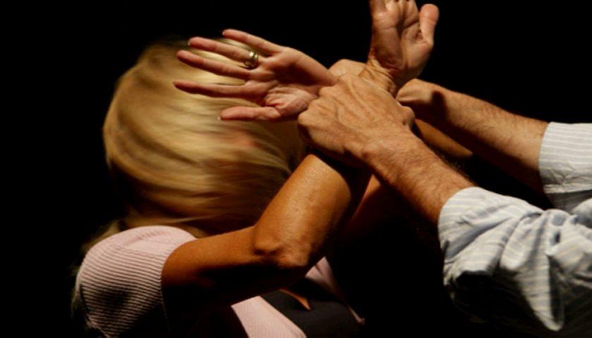 Artigiano tenta di violentare padrona di casa a Olevano sul Tusciano, rischia il linciaggio