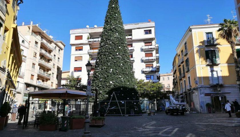 Salerno: stasera l'accensione del maxi albero di Natale in Piazza Portanova