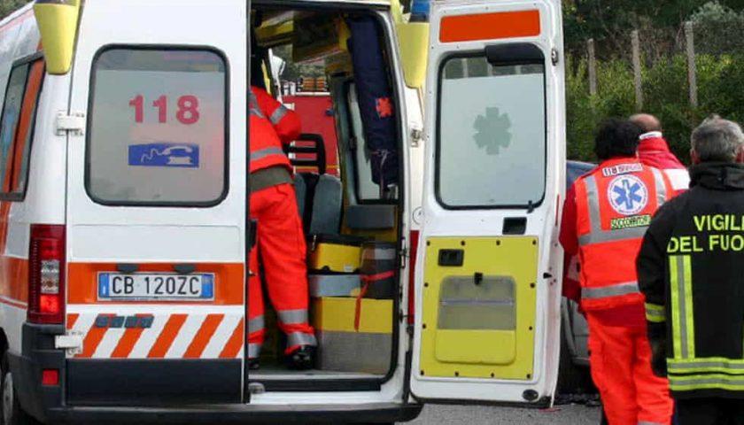 Auto contro scooter ad Agropoli, giovane in ospedale