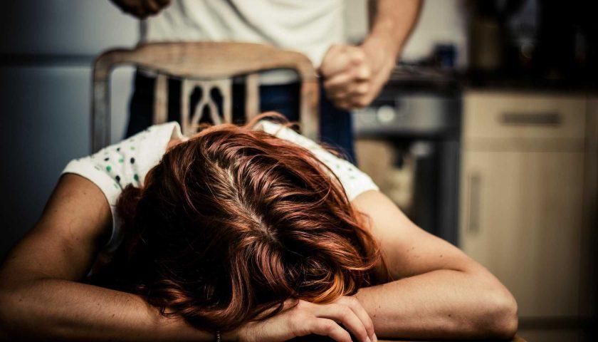"""Picchiava la moglie, salernitano si confessa a """"Frontiere"""": «Mi sentivo superiore, lei aveva dei limiti ma ora sto male»"""